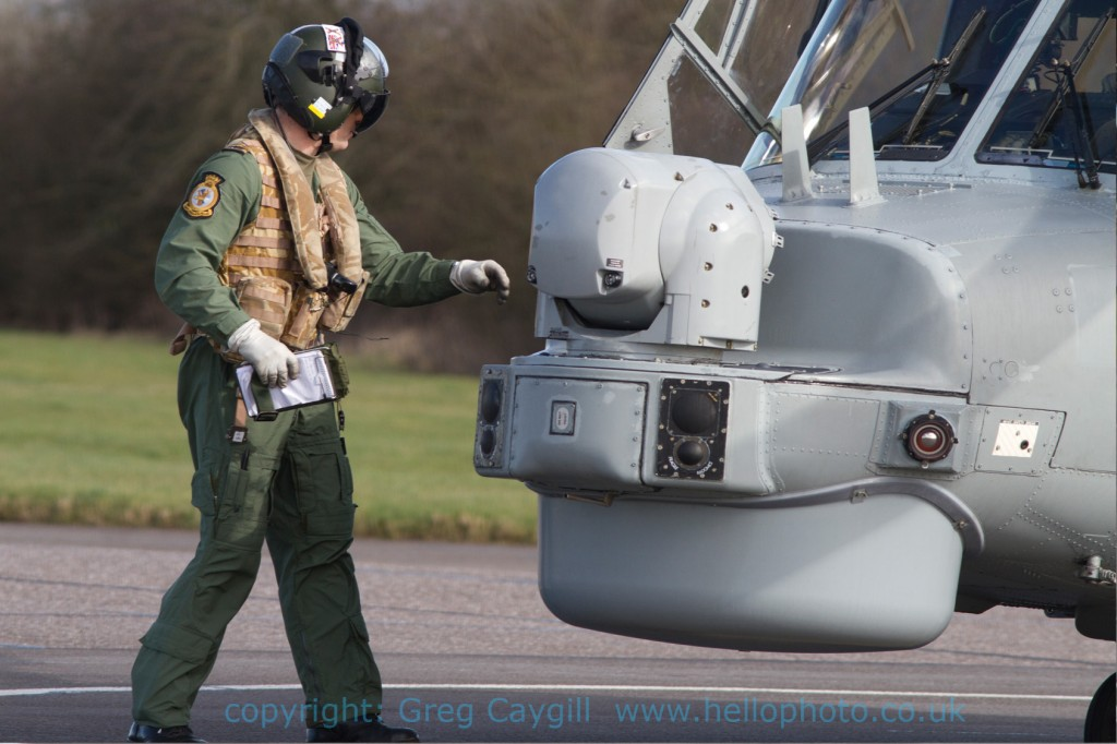 Lynx 642 from 702 Sqn. changing pilots 7.3.2012 img 8249